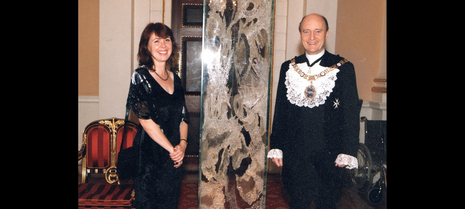 Karen Lawrence Receiving the Glass Sellers Award 2002