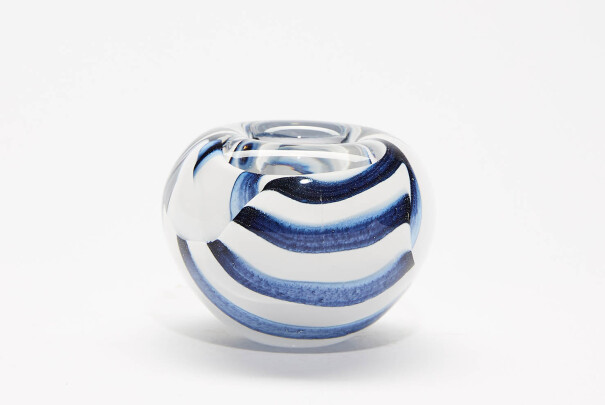 Small Black/White Spirale Roll Top Bowl Image