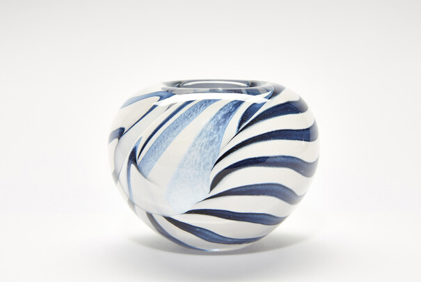 Medium Black/White Spirale Roll Top Bowl Image