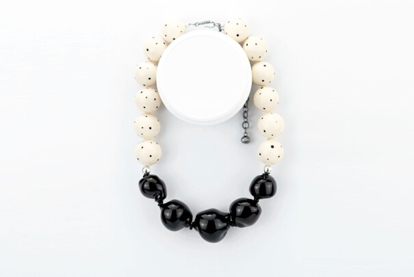 Curved Line Necklace in Black Image